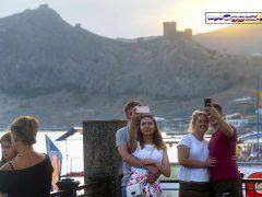 туристы в Судаке