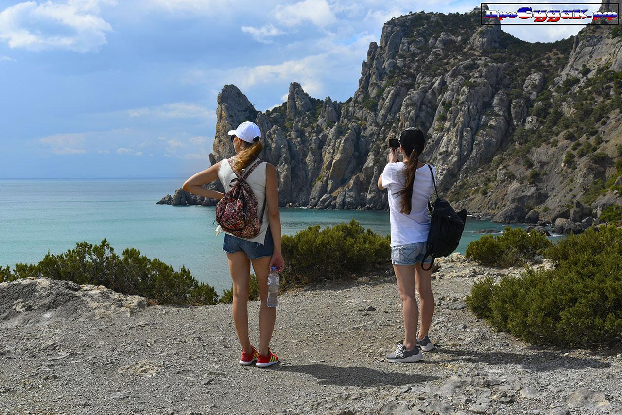 туристки в Новом Свете, отдых в Крыму