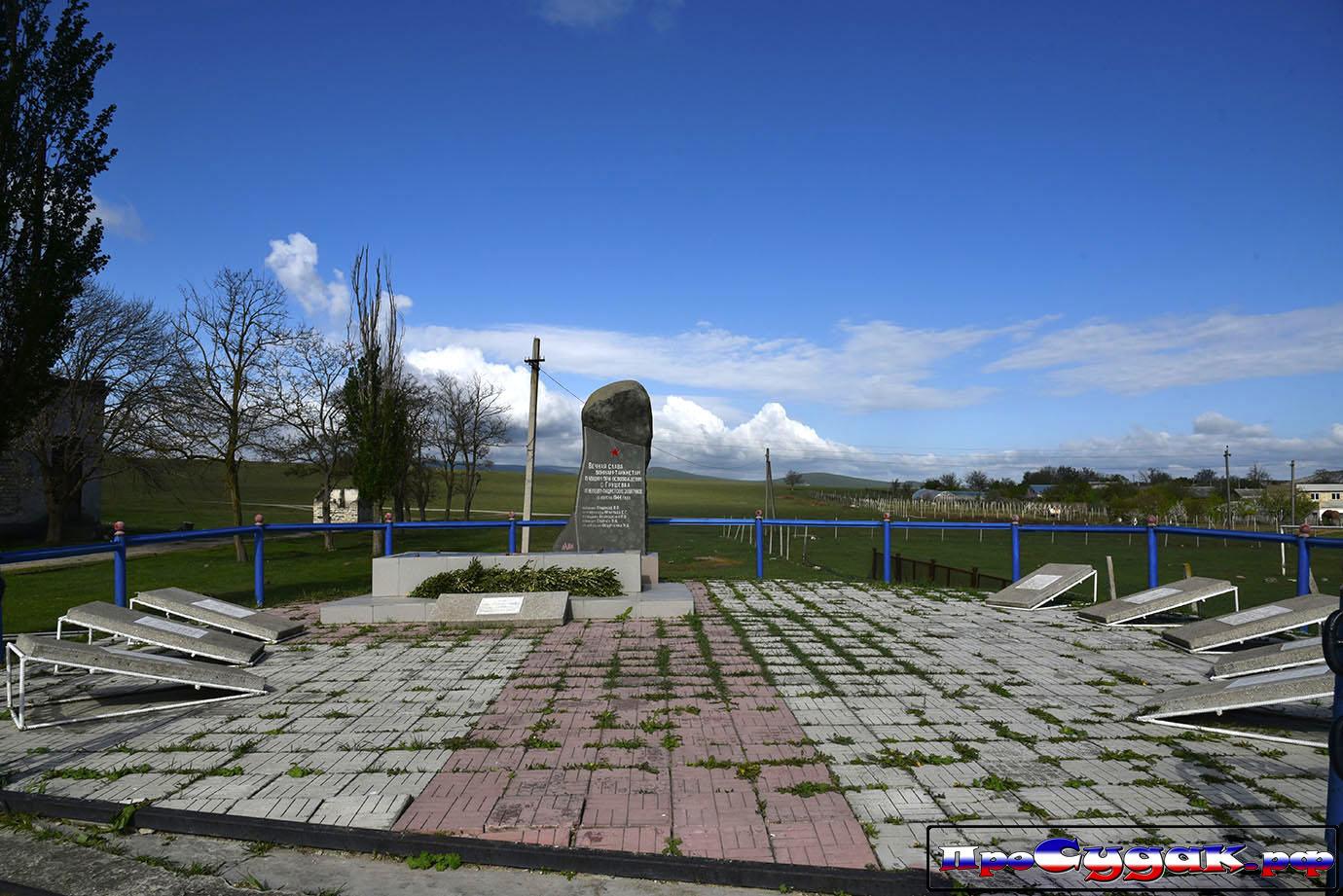 памятник в Грушевке