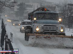 зима в Судаке, снегоуборочная машина