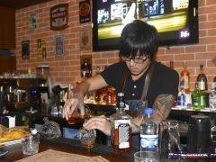бармен в Барбургере