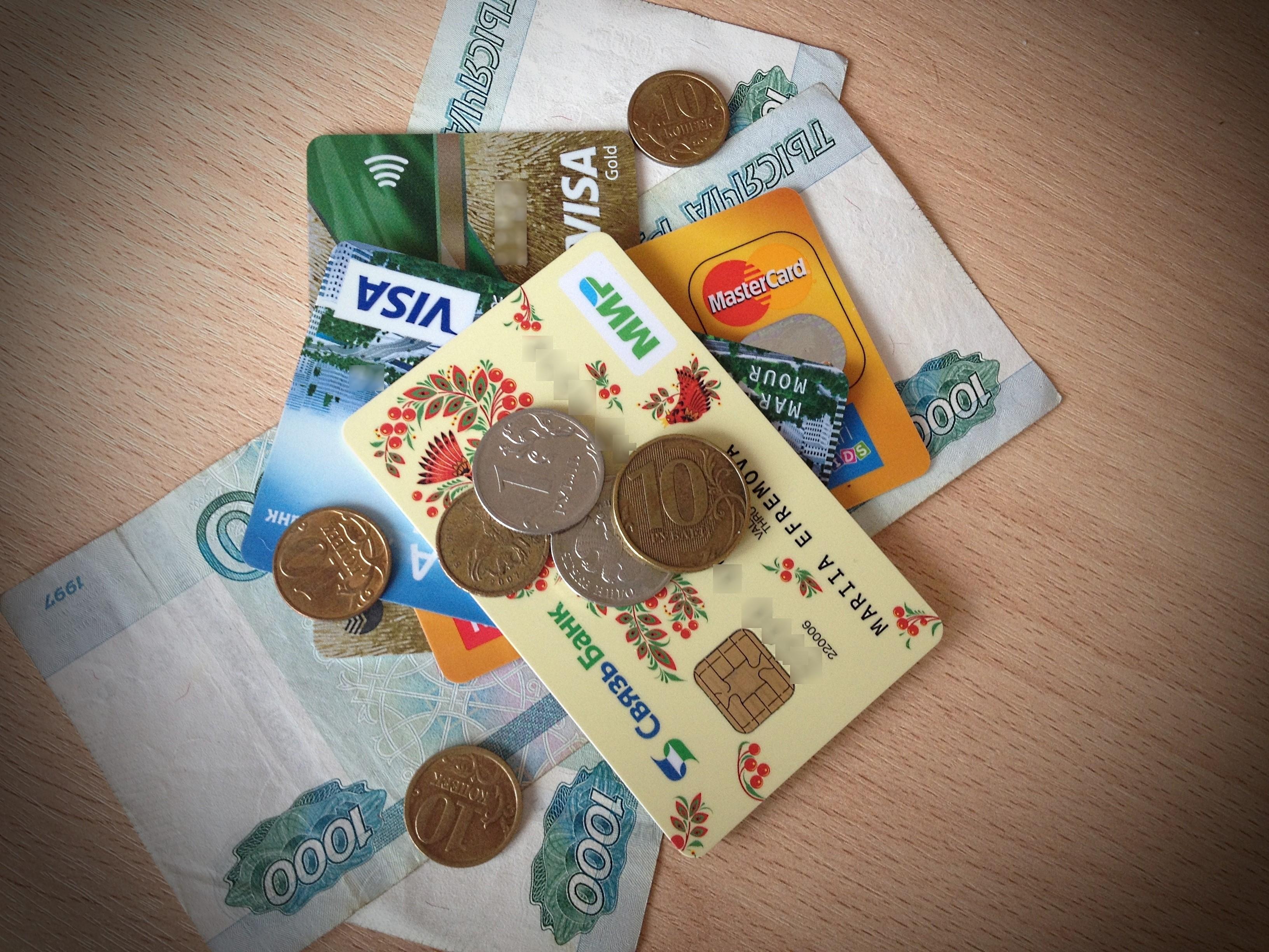 кредитные деньги, рубли, пластиковые карты МИР