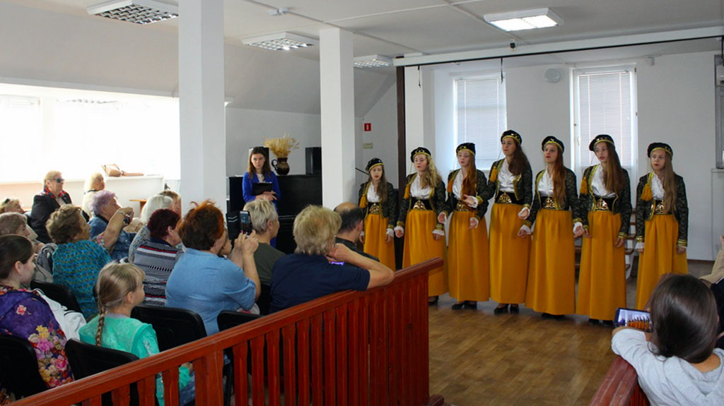 греки в музее Судака