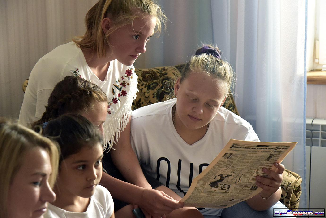 школьницы Судака учат историю