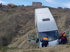 автомобиль скатился со склона