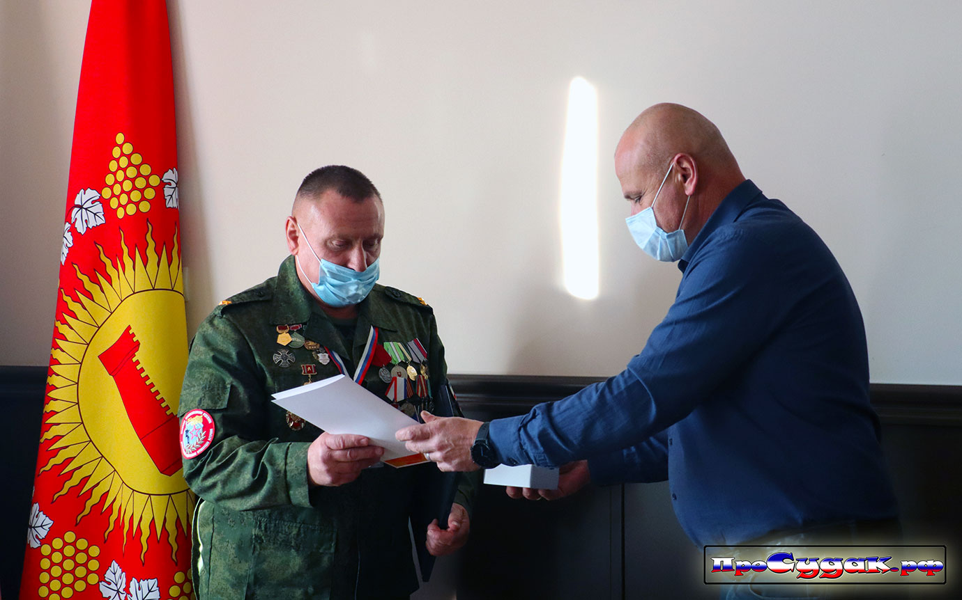 #МыВсесте Судак, Степиков награждает Старикова