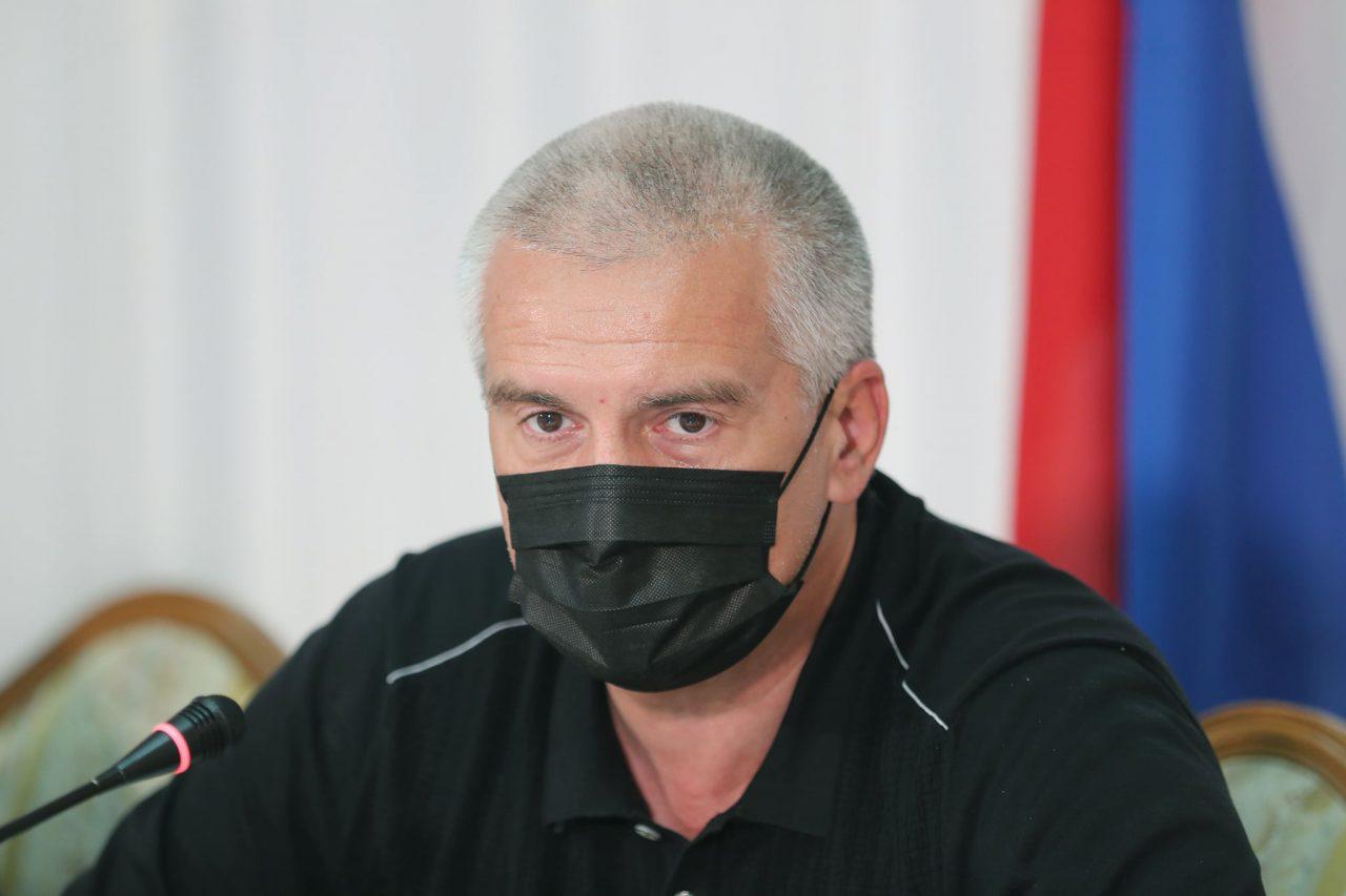 Сергей Аксёнов в медицинской маске