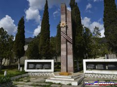 памятник в Весёлом